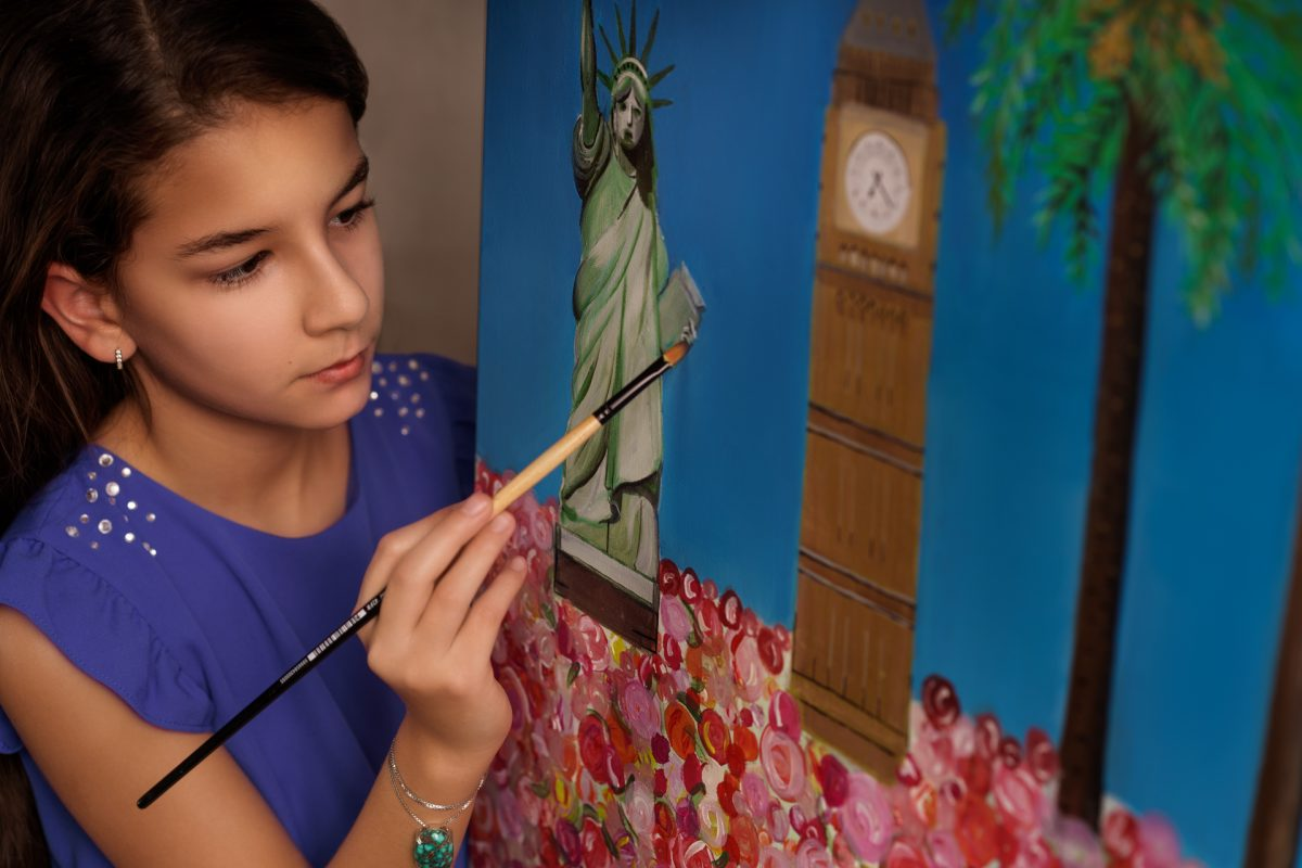 Aida Dehghani - Dr. Afshin lánya festés közben